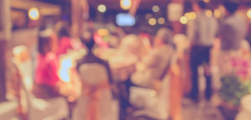 結婚式に出席するだけで稼げる代理出席の副業とは?